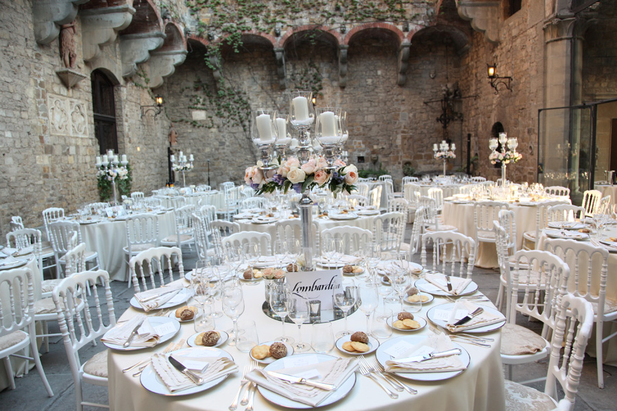 Fairytale courtyard in the castle for your wedding in Italy http://www.prestigeweddingsitaly.com/portfolio-items/fairytale-castle-in-tuscany-with-courtyard-ct04/
