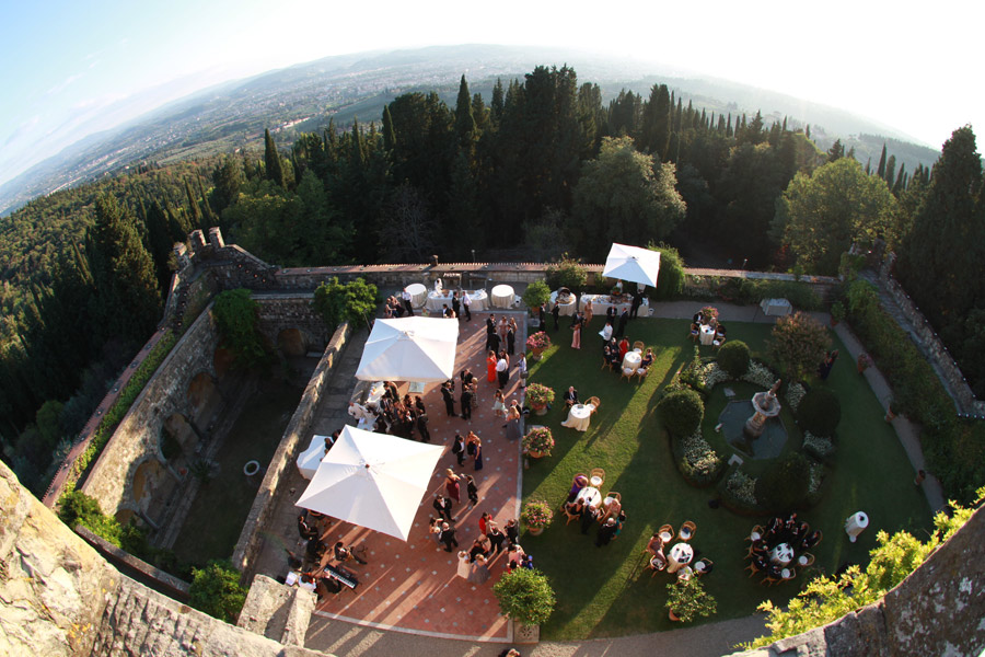 wedding in Italy - rent your castle in Tuscany http://www.prestigeweddingsitaly.com/portfolio-items/fairytale-castle-in-tuscany-with-courtyard-ct04/