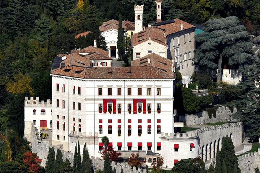 Wedding Castle in north of Italy accommodation up to 150 guests