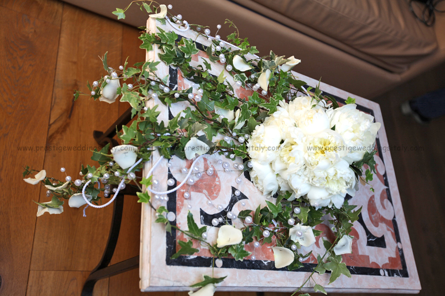 cascade bridal bouquet composed by peonias ivy and pearls weddings in italy