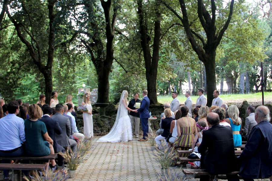 Borgo with rooms for your country style Italy wedding
