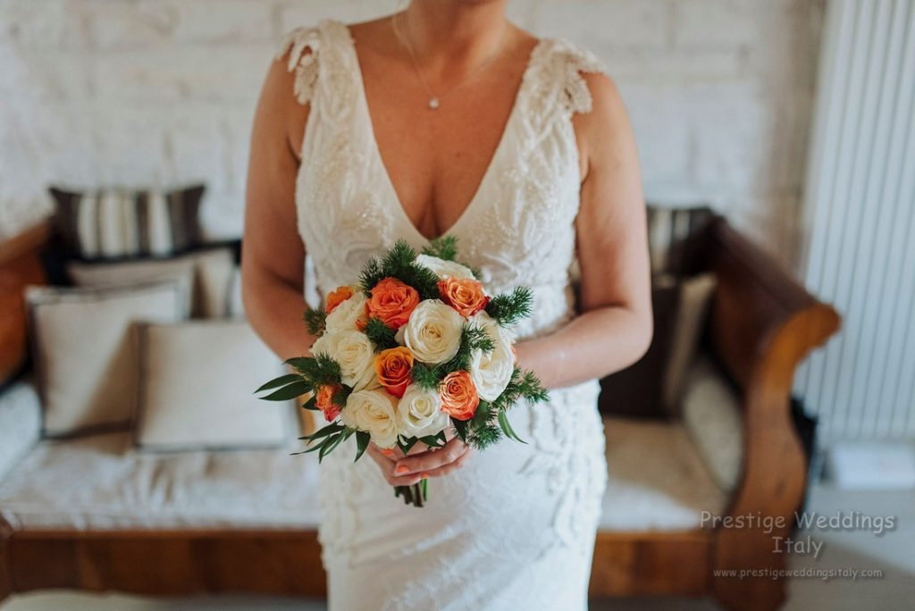 La Domus wedding venue in Italy Orvieto - Orange and white bridal bouquet