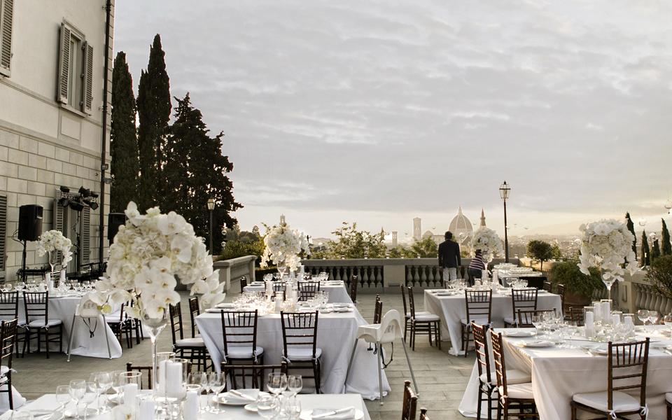 Elegant and lux Villa with large terrace - VF01  https://www.prestigeweddingsitaly.com/portfolio-items/elegant-and-lux-villa-with-large-terrace-vf01/