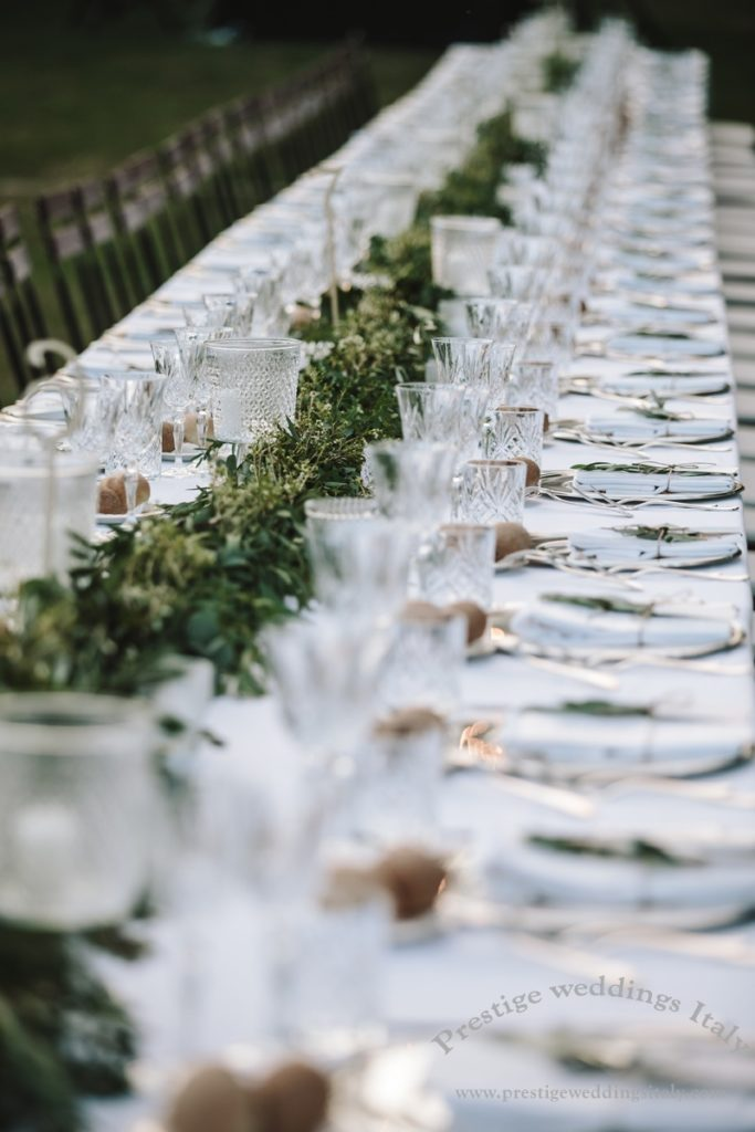 Details long table green ribbon