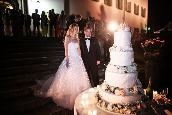 Wedding cake como lake